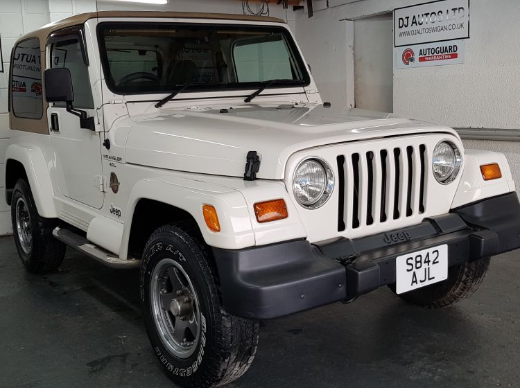 now sold thanks!!!!Jeep Wrangler 4.0 auto Sahara white  fresh import rust free excellent body  collectors jeep tj 1998