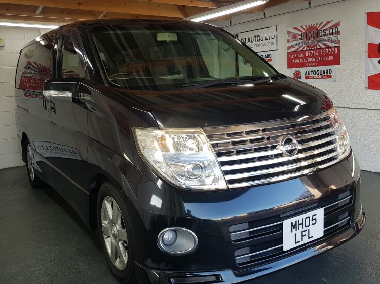 Nissan Elgrand 2.5 automatic 8 seater black fresh import MPV day van 2005 px poss excellent alround condition 6 months warrant
