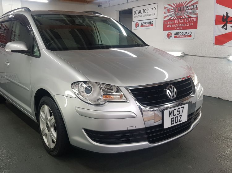 now sold thanks!!!!!!Volkswagen Touran 1.4 TSI DSG highline spec silver jap fresh import 2007 only 28k miles excellent condition px and finance 6 months warranty