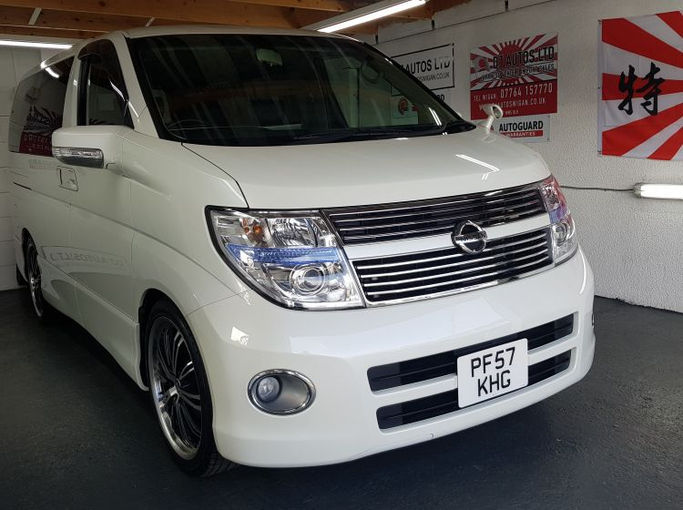 Nissan Elgrand 3.5 automatic 8 seater white MPV full black leather seats 2007 4 new tyres- px and finance- 6 months warranty