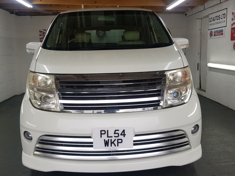 Nissan elgrand rider white automatic 8 seater fresh import in stock excellent condition px and finance 6 months warranty