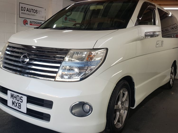 Nissan Elgrand 2.5 automatic 8 seat twin sunroofs+doors+genuine twin electric doors/sunroof excellent condition *in stock*