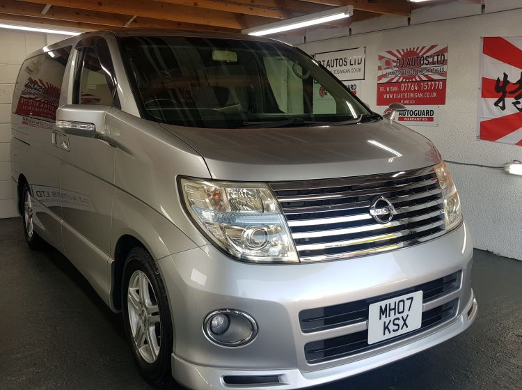 now sold thanks!!!!!!Nissan Elgrand 2.5 automatic 8 seater silver 4wd day van 07 fresh import in stock excellent condition