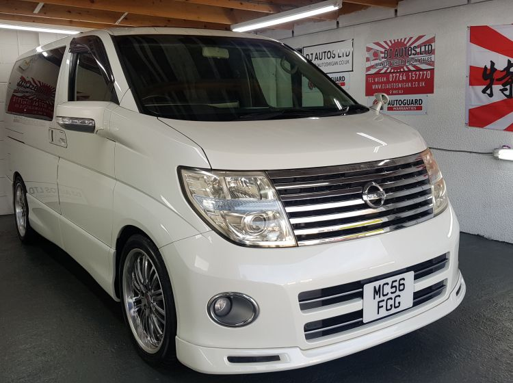 now sold thanks!!!!!!!!Nissan Elgrand 2.5 automatic 8 seater pearl twin sunroofs fresh import 2007