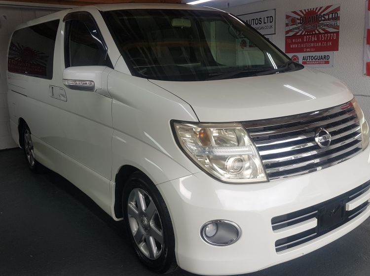 Nissan Elgrand e51 2.5 automatic 8 seater white day van fresh japanese import 06 in stock-ready to go-twin sunroofs -please quote 140