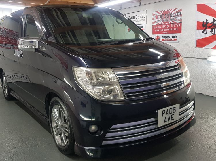 Nissan Elgrand rider 2.5 auto 8 seater black day van 06 jap import in stock excellent condition px and finance 6 months warranty