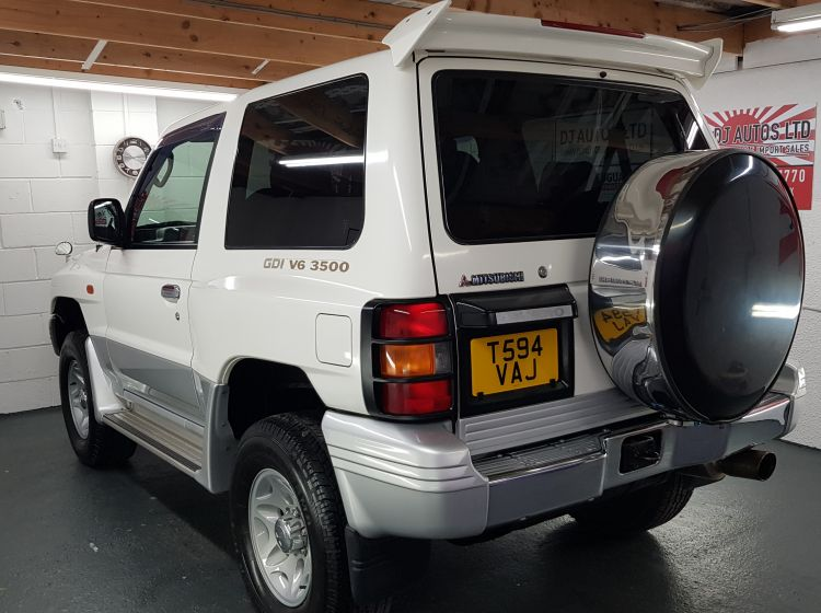 Mitsubishi Pajero 3 door 3500cc white japanese import corosion free, in stock only 28k miles refurbed alloys-excellent condition 1999