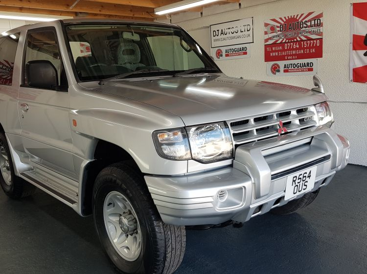 Mitsubishi Pajero 3500cc automatic in silver 3 door fresh japanese import 1998in stock corrosion free excellent condition
