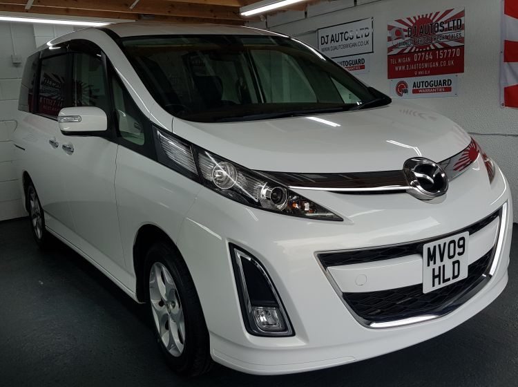 Mazda biante 2.0 petrol automatic in white fresh japanese import 8 seater 2009 excellent condition px and finance possible