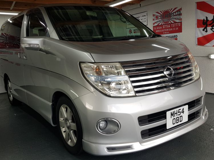 now sold thanks!!!!!!!Nissan Elgrand 2.5 automatic 8 seater silver MPV day van fresh import in stock in stock only 54k miles grade 4 excellent condition