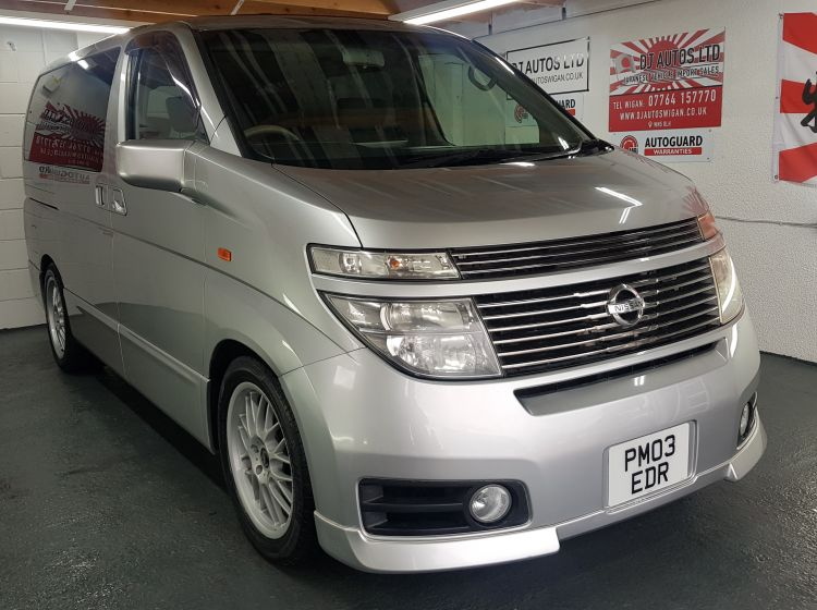 Nissan Elgrand 3.5 automatic 8 seater silver auto curtains/sunroofs 47k miles In stock japanese import corrosion free in excellent condition refurbed alloy wheels