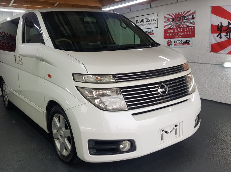 Nissan Elgrand 3.5 automatic 8 seater pearl japanese import corrosion free  2002 In stock excellent condition only 36k miles warranted