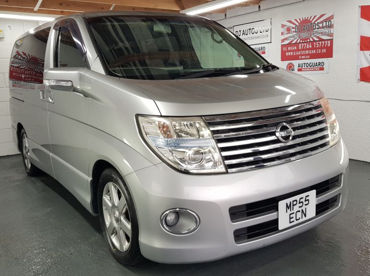 Nissan Elgrand 2.5 automatic 8 seater silver MPV day van corrosion free 05 In stock quote 83- excellent condition- px poss