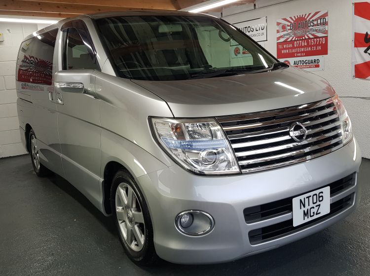 Nissan Elgrand 2.5 automatic 8 seater silver MPV corrosion free japanese import in stock 2 x elec doors /dvd player quote 88