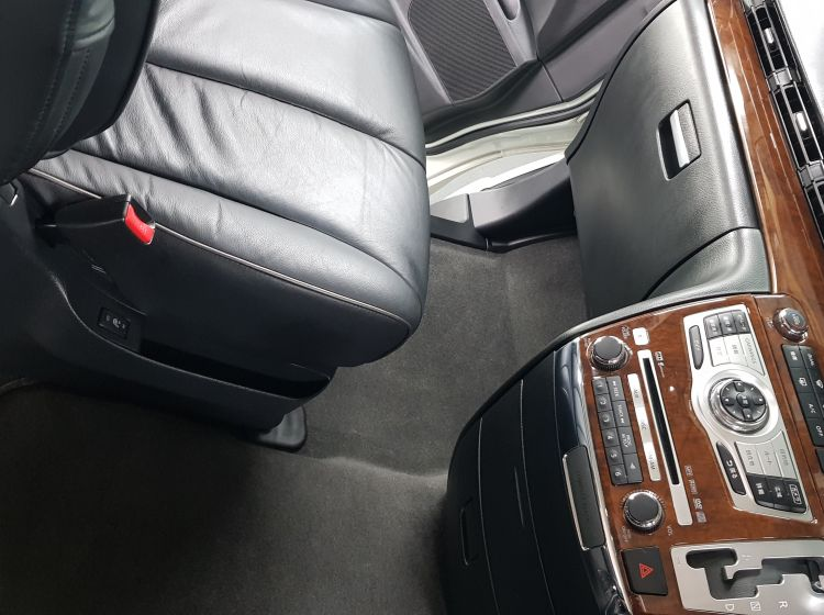 now sold thanks!!!!!Nissan Elgrand 2.5 automatic 8 seater white leather seats rust free fresh import in stock 2009 quote 98 -4 x new tyres fitted