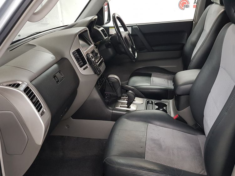 Mitsubishi Pajero 3.0 automatic silver leather jap import rear camera -in stock corrosion free grade 4-b excellent condition only 64k 2005