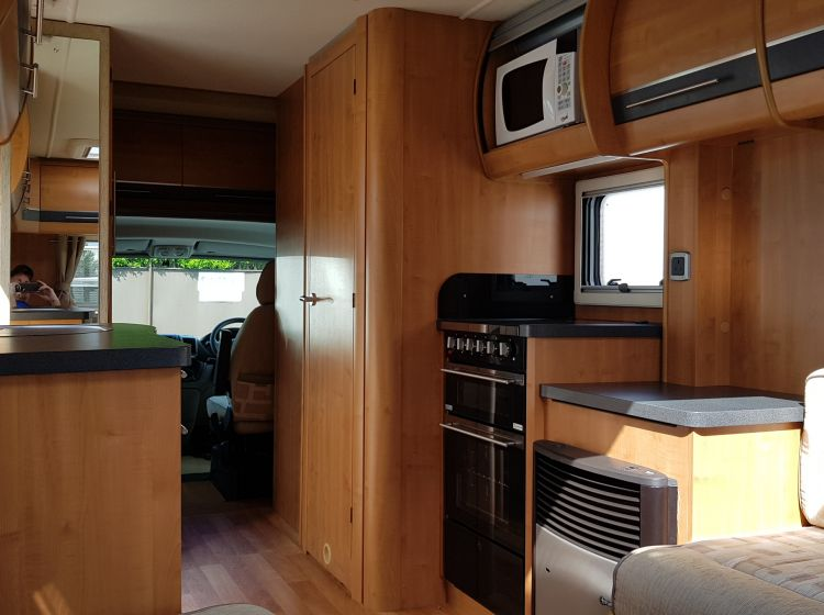 now sold thanks!!!!!!autotrail apache 3.0 diesel motorhome 634 u shape lounge 2 berth 3500 kg -2011 fsh 2 keys excellent condition px and finance welcome