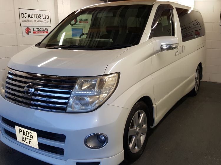 now sold thanks!!!!!Nissan elgrand 2500cc highway star top class import automatic white twin electric doors 2006 -only 63k warranted miles*in stock* px welcome