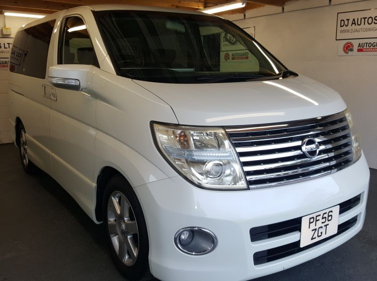 now sold thanks!!!!!!Nissan elgrand 2500cc highway star top class import automatic white 2006 only 67k warranted miles*in stock* px welcome